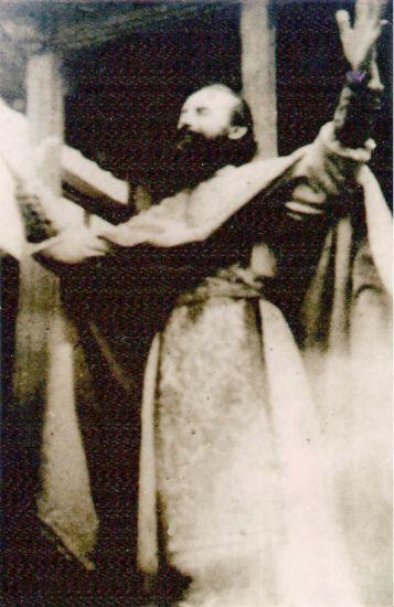arsenie-boca-in-timpul-liturghiei