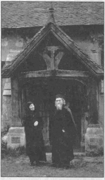 Maica Gavrilia Papaiannis alături de părintele Sofronie de la Essex
