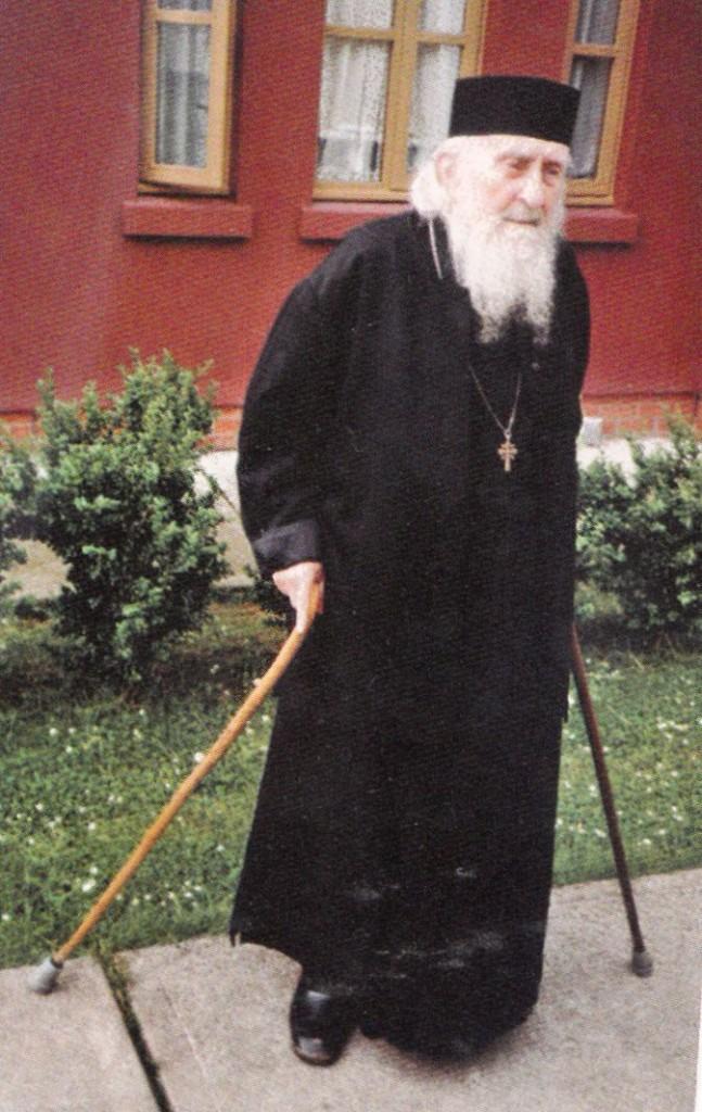 parintele-Sofronie-Saharov-in-1991-647x1024