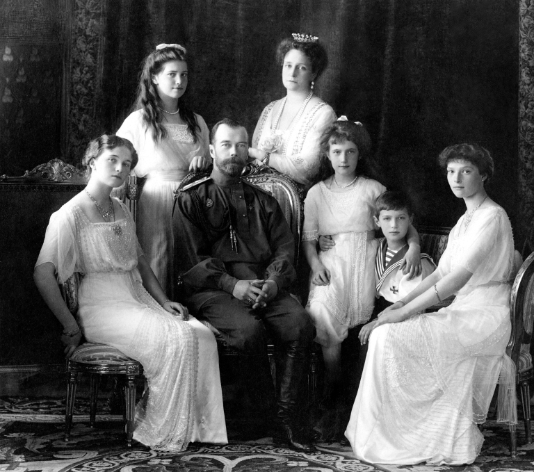 Russian_Imperial_Family_1911